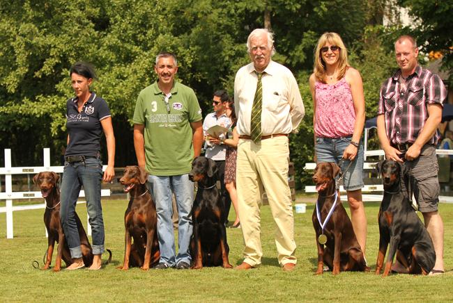 v.li.: AlfaAdelante, Queen, Rambo von der Rheinaue (SG1 Bayernjugendsieger),Dorothea und Bijou vom Klingbach (SG1 Bayernjugendsiegerin)